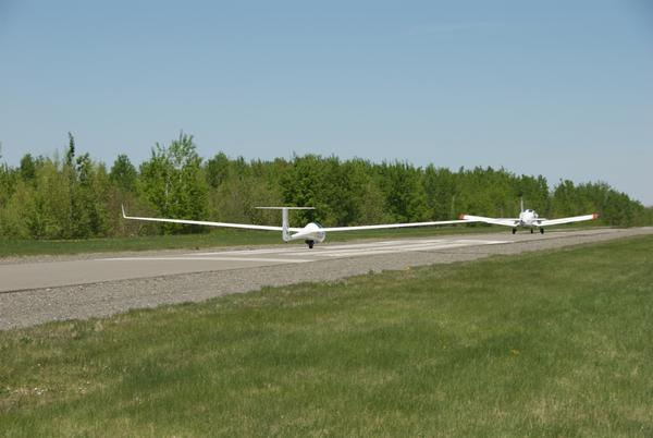 A new bird takes off in the Eastern Townships behind Juliette (the tow plane)